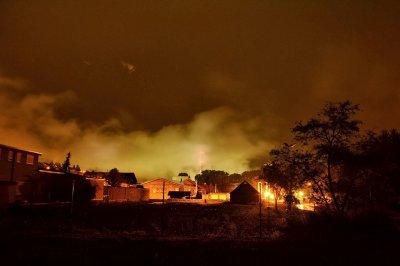 Голям пожар във фабрика за муниции в Сърбия, евакуирани са хора