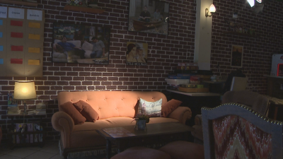 """В Пловдив: CNN откри единственото на Балканите кафене - копие на това от """"Приятели"""""""
