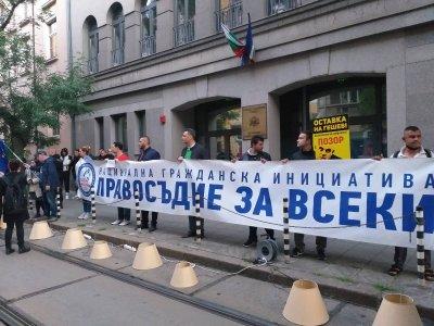"""Протестът """"Правосъдие за всеки"""" се премести пред ВСС"""