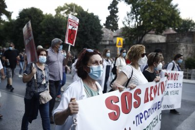 Стачката в Гърция: Протестите са многохилядни, без безредици