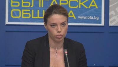 """Анелия Дулева от """"Атака"""" представи документи, че е била подслушвана по време на протестите"""