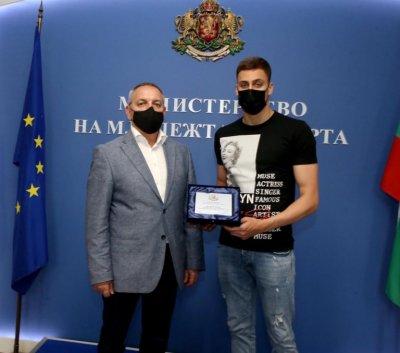 Андрей Кузманов връчи почетен плакет на Йосиф Миладинов
