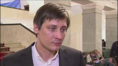 Руският опозиционер Дмитрий Гудков напусна Русия заради риск от арест