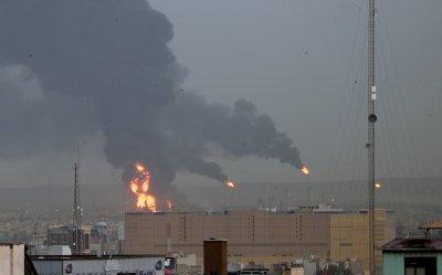 Огромен пожар в петролна рафинерия в Иран