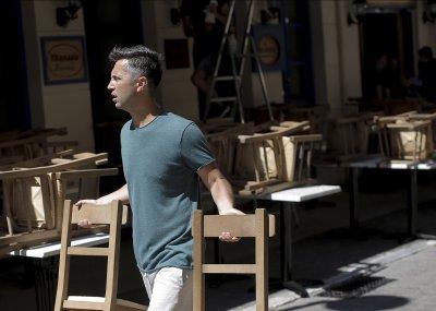 Отпадат още мерки в Гърция - в заведенията вече ще има музика