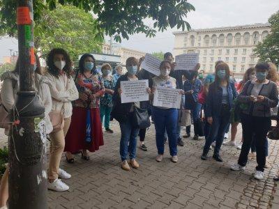Протест пред Министерството на здравеопазването заради пенсионирането на проф. Кантарджиев
