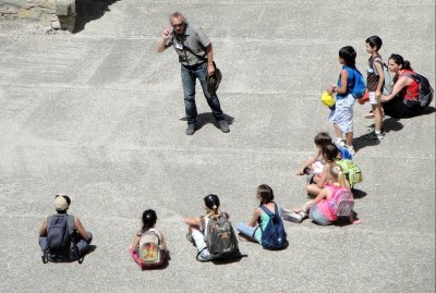МОН ще препоръча типови критерии за подбор на учениците за безплатна почивка