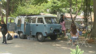 В Сандански: Стара съветска уазка стана модерно кафене на колела