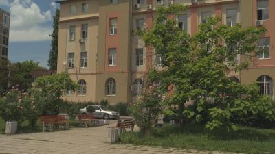 """Глобиха активисти, решили да окосят тревата пред община """"Красно село"""""""