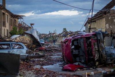 Торнадо опустоши Югоизточна Чехия (Снимки)
