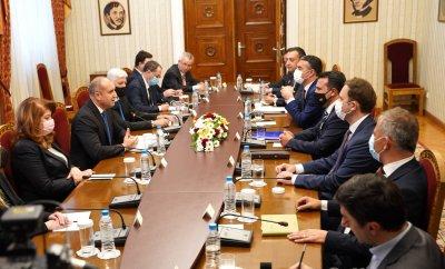Радев след срещата със Заев: Надявам се на прагматичен подход с конкретни, устойчиви резултати