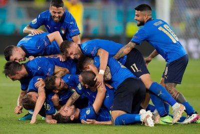Италия изнесе нова лекция и удари с 3:0 и Швейцария