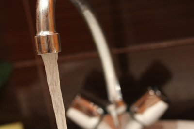 Проверяват годна ли е водата за пиене в Добрич и Албена