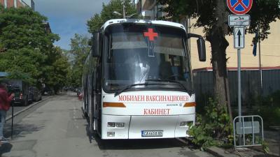 Бус за ваксинации: Пункт на колела тръгва из София (Снимки)