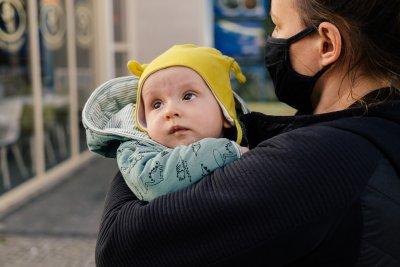 Проучване: Бебетата, кърмени от ваксинирани майки, са защитени от Covid-19