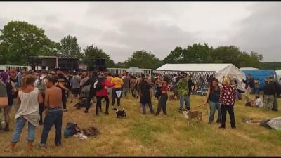 Нелегално парти: 1500 души купонясваха в Бретан, въпреки вечерния час