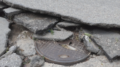 Наводнени мазета и отнесен асфалт след порой и ураганен вятър в Лом