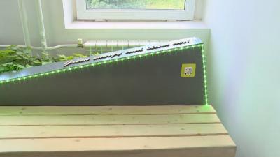 Ученици изобретиха фотоволтаична пейка с много екстри
