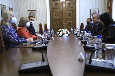 Президентът Радев се срещна със здравния еврокомисар (СНИМКИ)