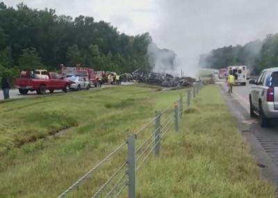 9 деца и млад мъж загинаха при верижна катастрофа в Алабама