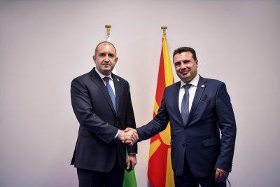 """Заев идва в България, президентът Радев очаква """"активен политически диалог"""""""