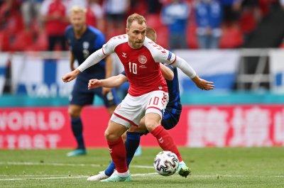 Ериксен е посетил отбора, прегърнал всички съотборници