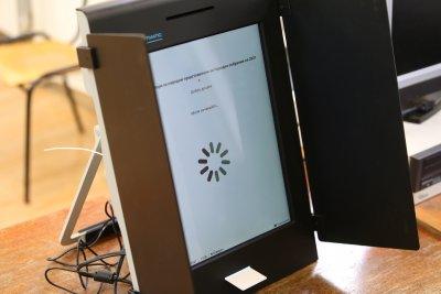 """ЦИК подписа договор със """"Сиела Норма"""" за поддръжка на машинитe за гласуване"""