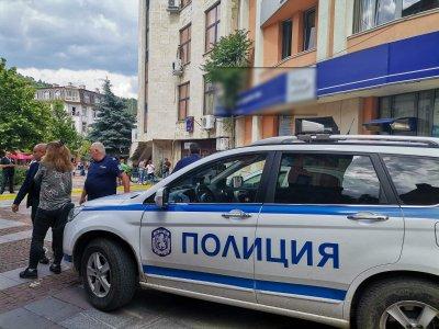 Заснеха банковия крадец в Дупница, докато бяга (ВИДЕО)