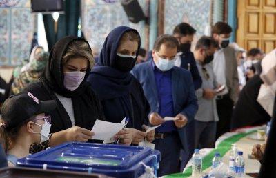 Ултраконсерватор е фаворит на президентските избори в Иран