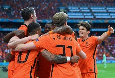 "Нидерландия взе своето срещу Австрия и спечели Група ""С"""