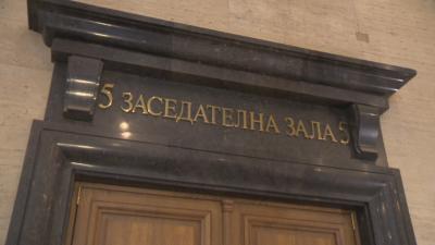 Съдът остави под домашен арест шофьора на катафалка, блъснал жена в Сапарева баня