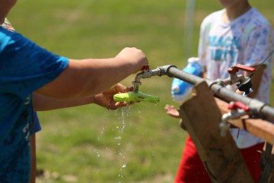 Водни игри за малките столичани в жегата (Снимки)