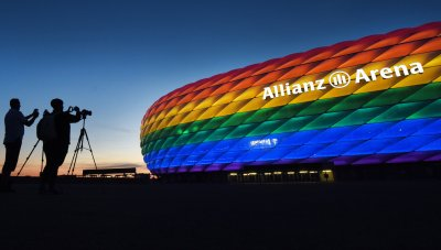 УЕФА добави дъгата на логото си
