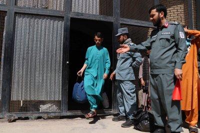 Над 5000 затворници са помилвани в Иран