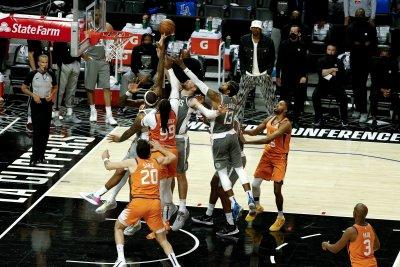 Финикс е на един успех от финала на НБА