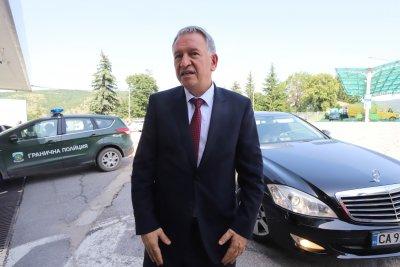 Стойчо Кацаров: От днес в България ще се влиза по нов начин