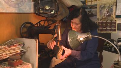 Най-възрастната обущарка в България е на 91 г.