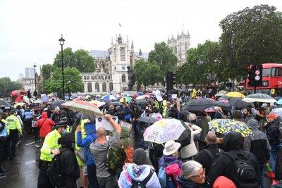 Протестиращи срещу мерките отново се събраха в Лондон