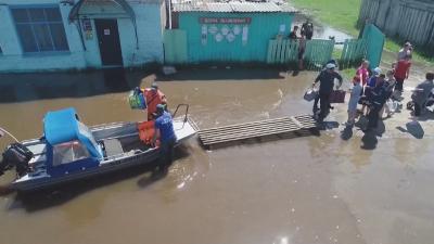 Тежки наводнения в Русия, стотици са евакуирани