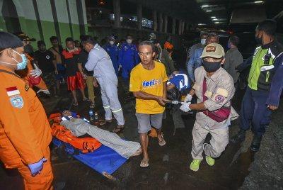 Най-малко шестима загинали при потъването на ферибот край Бали