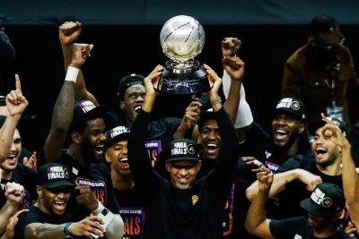 Финикс се класира за първи финал в НБА от 28 години