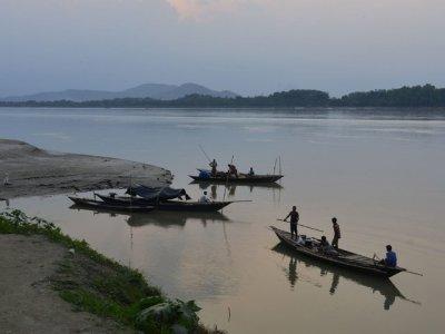 Река Ганг разкрива погребани жертви на COVID-19 в Индия