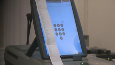 """Очаква се да бъде сключен договорът между ЦИК и """"Информационно обслужване"""" за машините"""