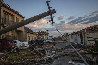 Четирима загинали и 60 ранени след торнадо в Чехия