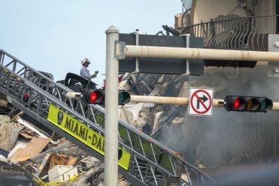 Извънредно положение в Маями заради рухналата сграда (Снимки)