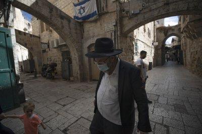 Израел връща маските на закрито