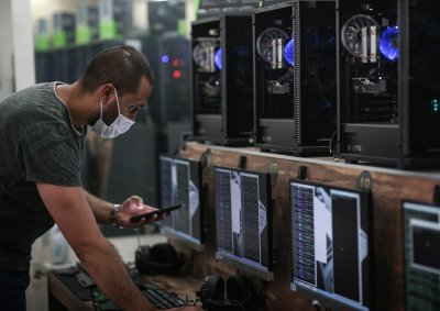 Разбиха лаборатория за биткойни в Албания