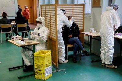 Франция въвежда платени PCR тестове за чуждeстранни туристи