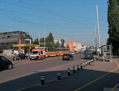 Лек автомобил и трамвай се сблъскаха в София