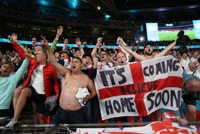 УЕФА разследва Англия за три инцидента от мача с Дания
